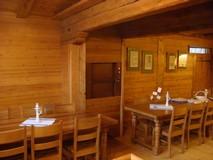Porte Inox à guillotine fermée SKG ISO-A dans un restaurant