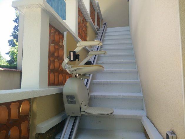 si ges monte escaliers pour escaliers droits lyon. Black Bedroom Furniture Sets. Home Design Ideas