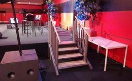 Installation d'une plateforme Flexstep sur la scène de présentation des Jeux Olympiques Paris 2024 à Lyon