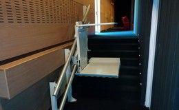 Installation d'une plateforme monte-escalier à l'Espace Aragon de Villard-Bonnot