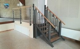 Installation d'un escalier Plateforme Flexstep dans la salle des fêtes de la ville de Gigondas